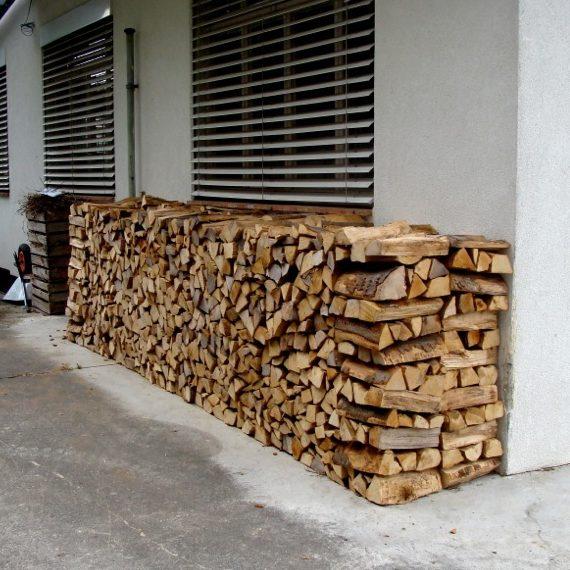 abladen und stapeln der brennholz service in der region bachtel. Black Bedroom Furniture Sets. Home Design Ideas